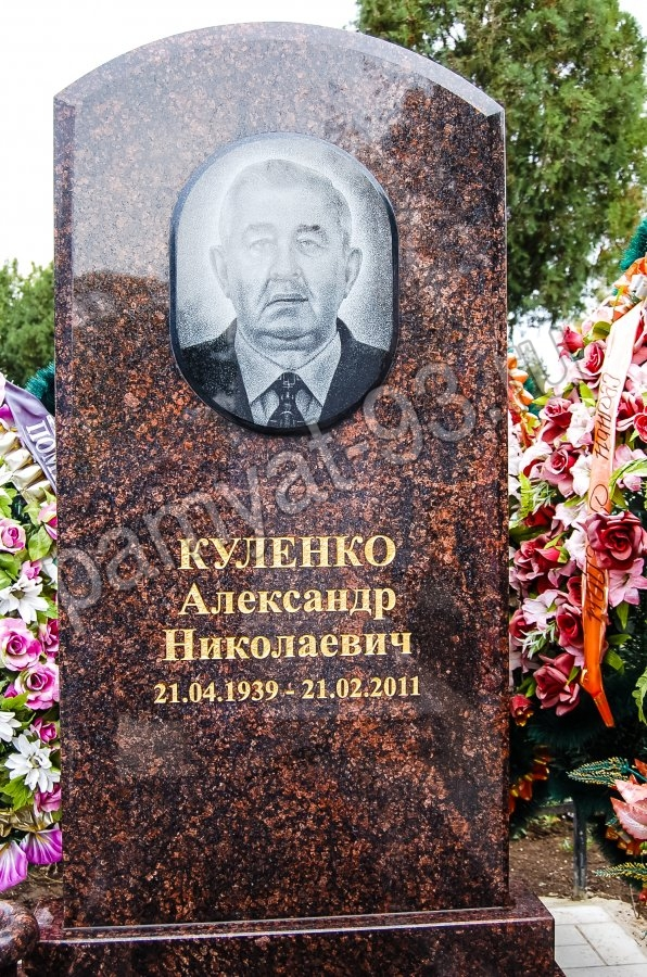Памятник Роза из двух видов гранита Зерноград памятник из гранита Сретенский бульвар